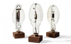 Reclaimed-Industrial-Light-Bulb-Sculptures-2