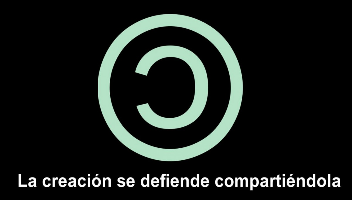 "An inverted logo of the traditional copyright symbol with the test ""Sharing it defends creation"" below it in Spanish."