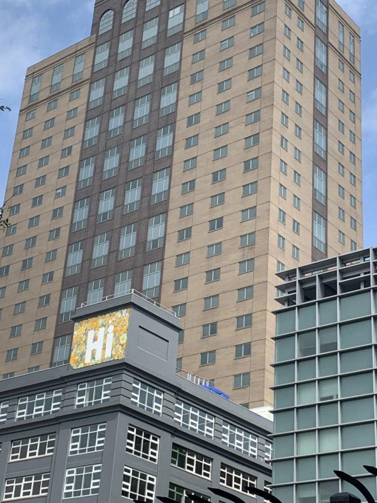 Hi sign on a building