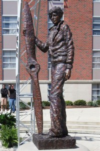Famous-People-Statues-19-401x600