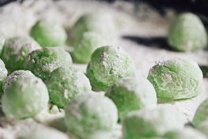 powdered green tea mochi shaped into balls